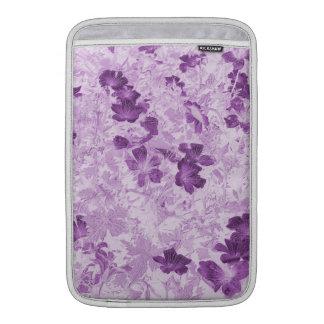 ヴィンテージの刺激を受けたな花の藤色11インチ MacBook スリーブ