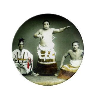 ヴィンテージの古い日本日本のな相撲のレスリング選手 磁器プレート