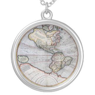 ヴィンテージの地図書の世界地図 シルバープレートネックレス