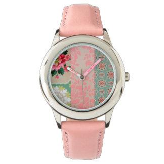 ヴィンテージの壁紙のコラージュの腕時計 腕時計