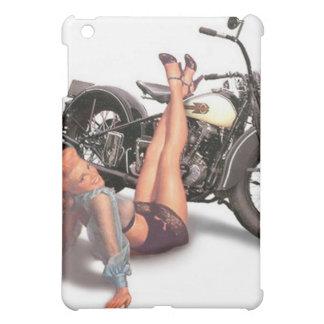 ヴィンテージの女の子の上のいけなくよくはしゃぐなバイクもしくは自転車に乗る人Pin iPad Miniケース