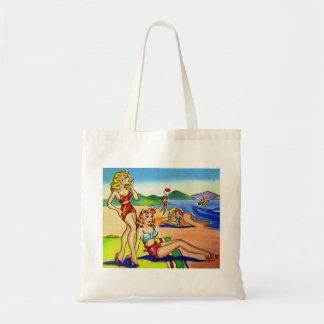 ヴィンテージの女の子の上の低俗な郵便はがきのビーチPin トートバッグ
