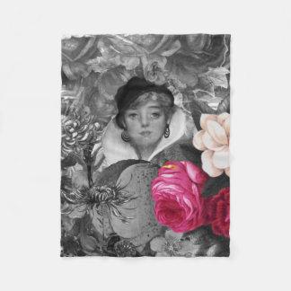 ヴィンテージの女性の花園 フリースブランケット