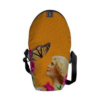 ヴィンテージの女性の蝶花柄のコラージュ クーリエバッグ