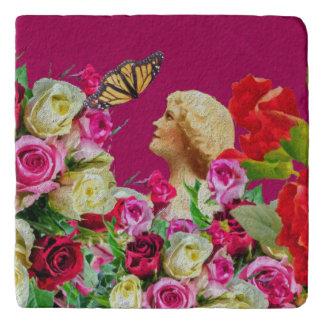 ヴィンテージの女性の蝶花柄のピンク トリベット