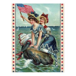 ヴィンテージの愛国心が強いビーチの女性の郵便はがき ポストカード