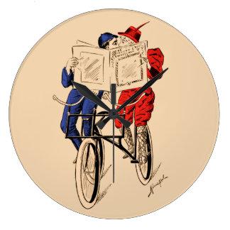ヴィンテージの接吻を読むタンデム自転車のカップル ラージ壁時計