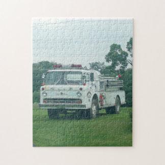 ヴィンテージの普通消防車のパズル ジグソーパズル