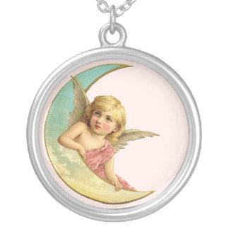 ヴィンテージの月の天使 シルバープレートネックレス