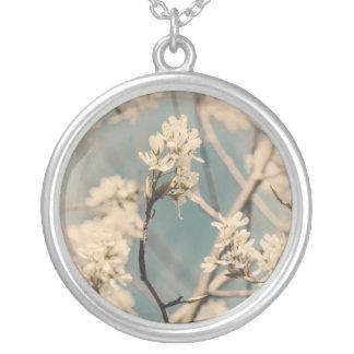ヴィンテージの木の花 シルバープレートネックレス