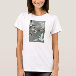 ヴィンテージの海洋の鳥、海に飛んでいるカモメ Tシャツ