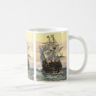 ヴィンテージの海賊船、海のGalleonの航行 コーヒーマグカップ