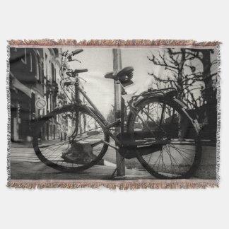 ヴィンテージの白黒自転車のブランケット スローブランケット