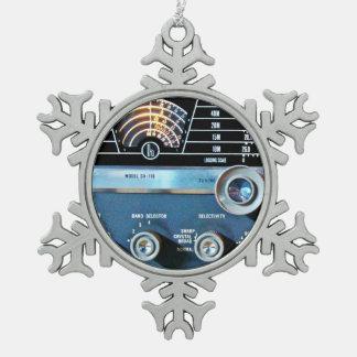 ヴィンテージの短波の受信機 スノーフレークピューターオーナメント