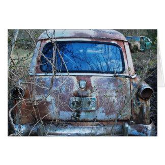 ヴィンテージの破壊され、錆ついた車、ユーモア カード