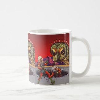 ヴィンテージの空想科学小説の巨大なムカデの昆虫戦争 コーヒーマグカップ