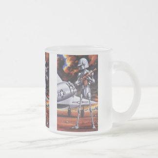 ヴィンテージの空想科学小説の軍のロボット兵士 フロストグラスマグカップ