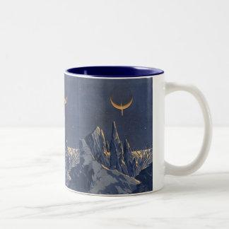 ヴィンテージの空想科学小説、三日月形の月の雪の惑星 ツートーンマグカップ