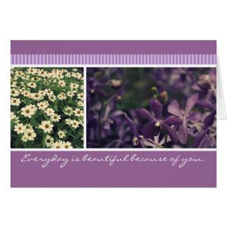 ヴィンテージの紫色の蘭および白いドリュアースの花柄の写真 カード