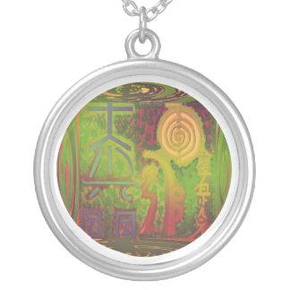 ヴィンテージの緑の上等の霊気の本管の記号 シルバープレートネックレス