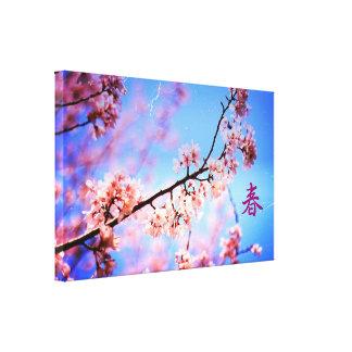 ヴィンテージの美しく柔らかいピンクの桜の青空 キャンバスプリント