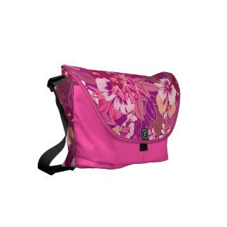 ヴィンテージの花のピンクのパンジー クーリエバッグ
