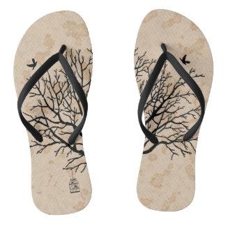 ヴィンテージの裸の黒い木 ビーチサンダル
