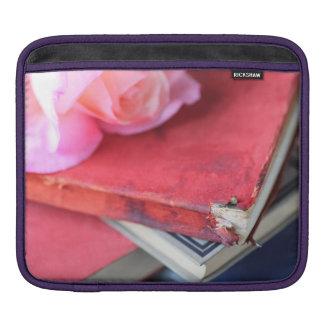 ヴィンテージの赤の本 iPadスリーブ