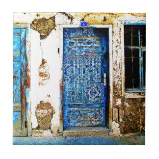 ヴィンテージの青いギリシャのドアの素朴なスタイル タイル