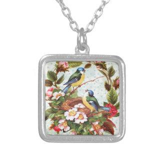 ヴィンテージの青い鳥および花 シルバープレートネックレス