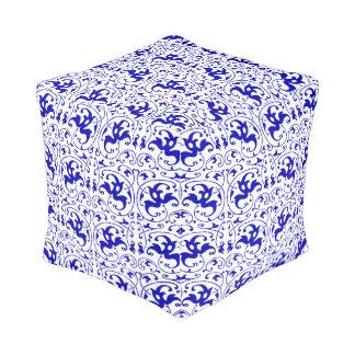ヴィンテージの青および白い渦巻 プーフ