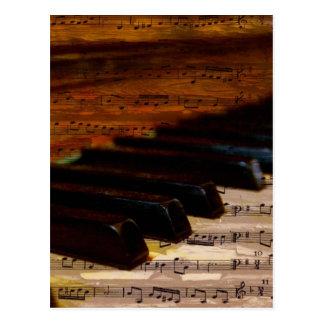 ヴィンテージの音符およびピアノ ポストカード