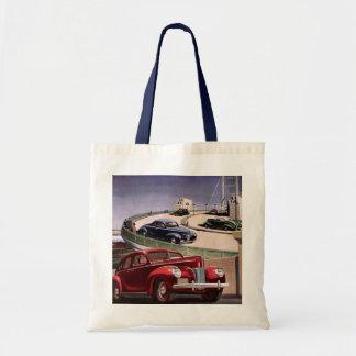 ヴィンテージの高速道路のクラシックなセダンの自動車運転 トートバッグ