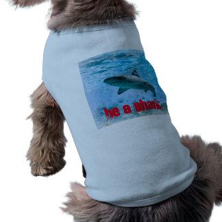ヴィンテージの鮫の骨があるタンクトップ ペット服