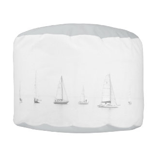 ヴィンテージの黒く及び白いヨットの航海のな写真 プーフ