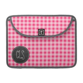ヴィンテージの黒板の一見; ショッキングピンクのギンガム MacBook PROスリーブ