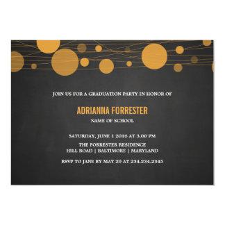 ヴィンテージの黒板の黄色のランタンの卒業パーティー 12.7 X 17.8 インビテーションカード
