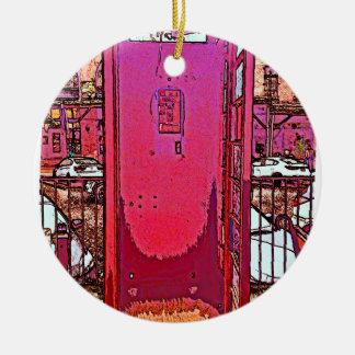 ヴィンテージはマゼンタのピンクの公衆電話ボックスをぽんと鳴らします 陶器製丸型オーナメント