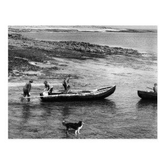ヴィンテージアイルランドのAranの島Currachのボート ポストカード