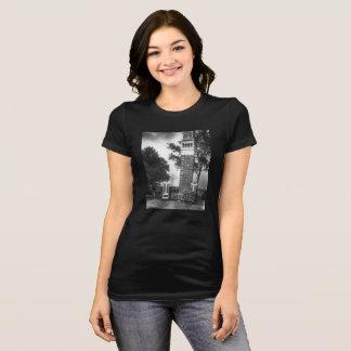 ヴィンテージイタリアンなタワーのTシャツの女性 Tシャツ