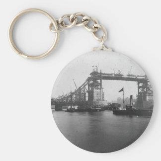 ヴィンテージタワーの架橋工事の写真 キーホルダー