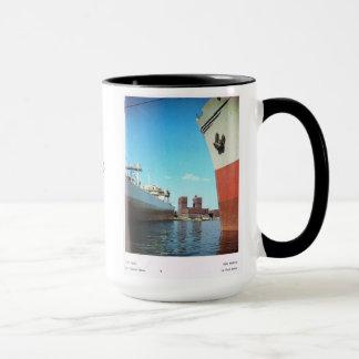 ヴィンテージノルウェー、オスロ市役所および港 マグカップ