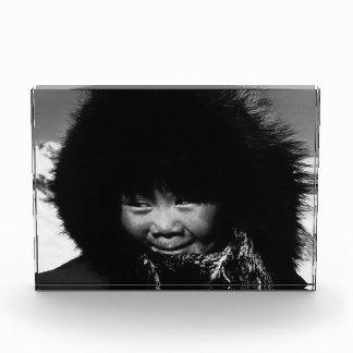 ヴィンテージ米国アラスカのエスキモーの子供1970年 表彰盾
