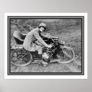 ヴィンテージB及びオートバイ16 x 20のWの写真の女の子 ポスター