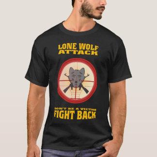 一匹狼の攻撃 Tシャツ