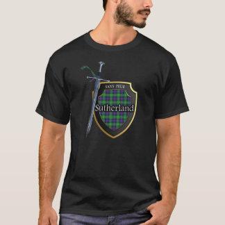 一族のサザランドのタータンチェックのスコットランドの盾及び剣 Tシャツ