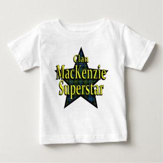 一族のマッケンジーのスーパースターの乳児のTシャツ ベビーTシャツ