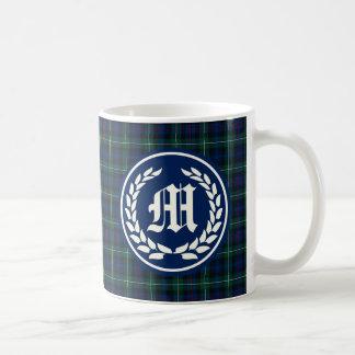 一族のマッケンジーの標準的なタータンチェックのモノグラム コーヒーマグカップ
