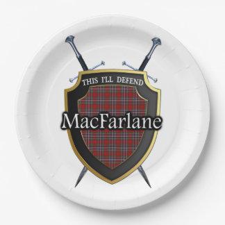 一族のMacFarlaneのタータンチェックの盾及び剣 ペーパープレート