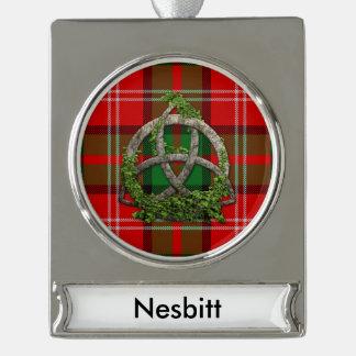 一族のNesbittのタータンチェックのケルト人の三位一体 シルバープレートバナーオーナメント